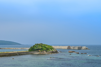 山口県の綺麗な青空と海と海岸