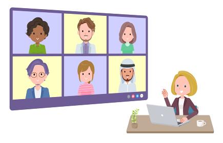 複数人でオンライン会議をしている金髪ビジネス女性のセット。奥行きアングル