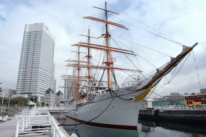 日本丸と横浜ランドマークタワー