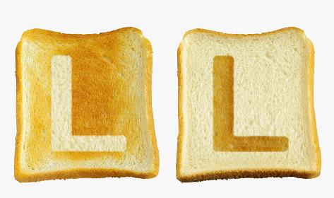 食パンに焼印風のアルファベットの大文字のL