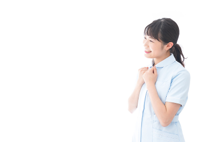 ガッツポーズをする若い看護師