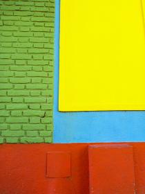 アルゼンチン・ブエノスアイレスにてボカ地区カミニートのレンガ模様の外壁クローズアップ