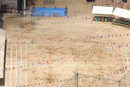 小学校の運動会の準備をした校庭