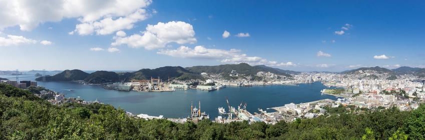 鍋冠山公園展望台から見た晴天の長崎市街地眺望