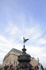 ピカデリーサーカスエロス像と空