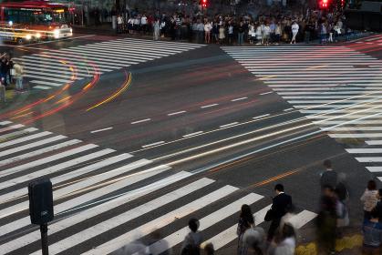 渋谷の雑踏(スクランブル交差点)長時間露光