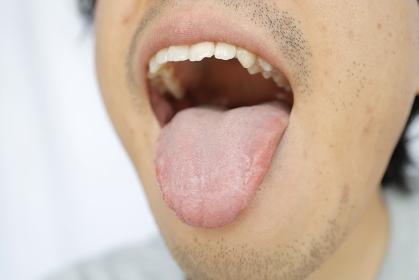 アジア人男性の舌