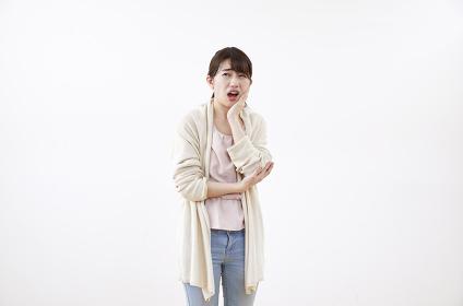 歯が痛む日本人女性