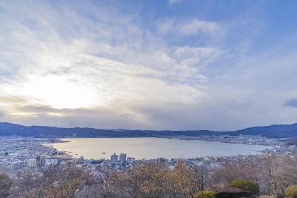 長野県諏訪市 冬の諏訪湖の風景
