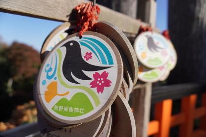 カラフルな丸い絵馬、宮城県名取市熊野那智神社