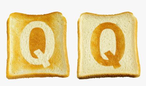 食パンに焼印風のアルファベットの大文字のQ