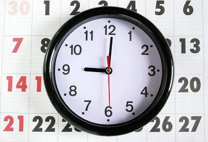 カレンダーと9時の時計