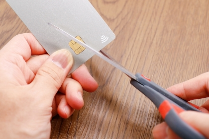 解約したクレジットカードを切断する