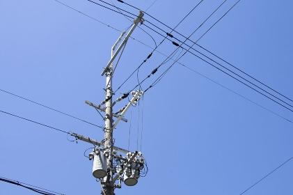送電線と電柱