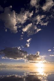 ミラーレイク ウユニ塩湖 夕景