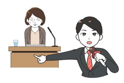 謝罪会見を取材する男性レポーター