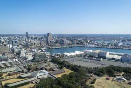 千葉ポートタワーから見た港と街並み