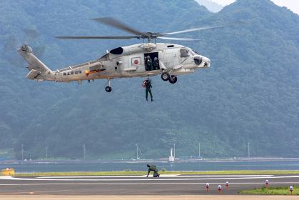 海上自衛隊の哨戒ヘリコプターが救難活動(舞鶴・京都)