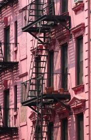 ソーホーに建つピンクの建物、ニューヨーク