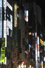 節電で暗い新宿 の街