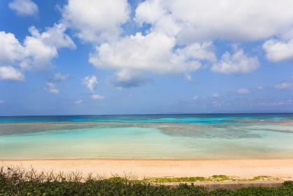 日本最南端、沖縄県波照間島のニシ浜