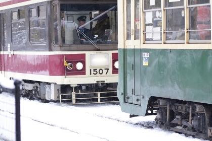 雪の長崎の路面電車