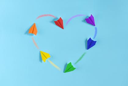 6機の虹色の紙飛行機 2 ハート