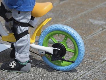 幼児用のペダルなし自転車