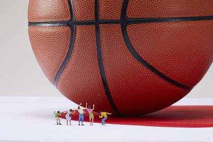 フィギュア バスケットボールを応援する観客
