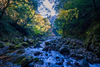 秋の天岩戸神社と爽やかな渓谷