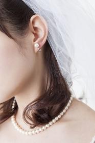 花嫁の首元