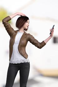 皮のライダースジャケットを羽織り裾がレースの白いTシャツを着たショートヘアの女性が屋外でスマートフォンでポージングして自撮りをしている