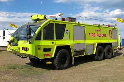 鮮やかな黄色の空港用化学消防車(オーストラリア)