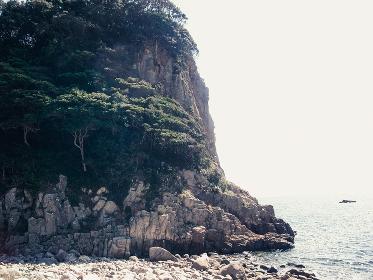 岩壁と海岸と海