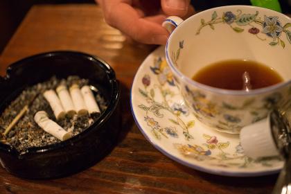 タバコとホットコーヒー