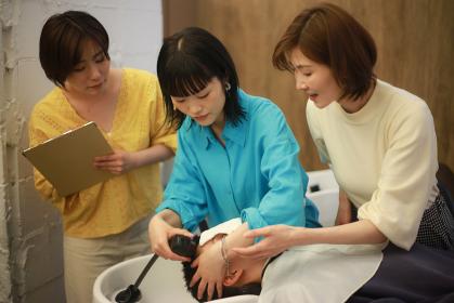 美容師の講習イメージ
