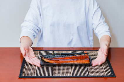 鰻丼 食べる シニア 【 土用 の 丑の日 イメージ 】