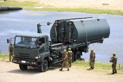 2014年実施の南海レスキューにて、陸上自衛隊の92式浮橋と運搬車