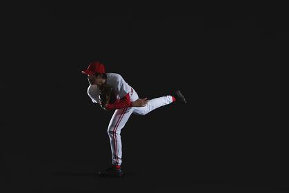 ボールを投げる野球のピッチャー
