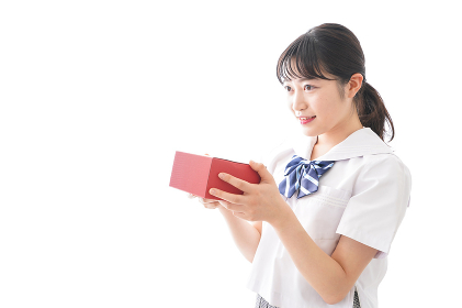 プレゼントを渡す学生