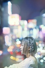 女性の夜景ポートレート