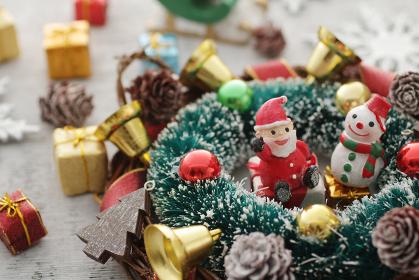 たくさんのクリスマスの雑貨のイメージ