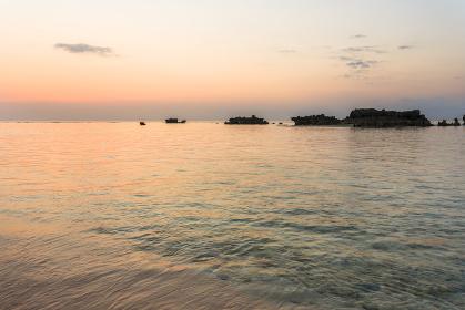 沖縄県波照間島・日本最南端、ニシ浜の夕景