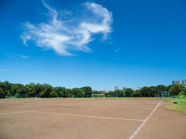 夏の青空とグラウンド 8月
