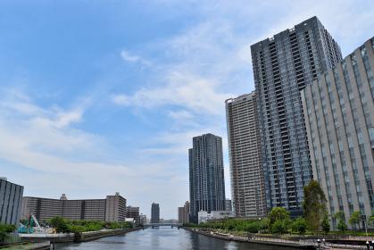 臨海副都心のマンションと運河