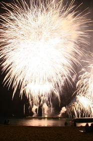 静岡県の熱海の花火。熱海海上花火大会。