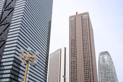 高層ビル群と青空