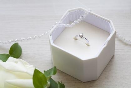ウェディングベールと結婚指輪