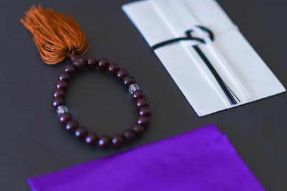 香典 数珠 【葬儀のイメージ】