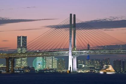横浜ベイブリッジとランドマークタワー
